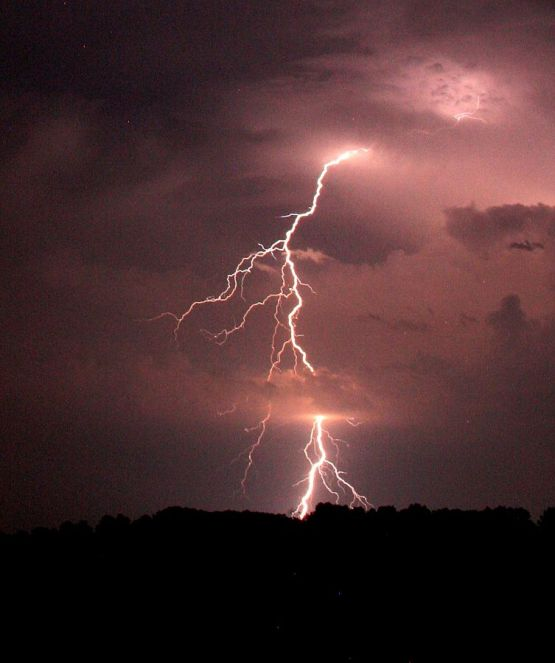 Staccoto lightning near New Boston, Texas by Griffinstorm (Own work) [CC BY-SA 4.0 (http://creativecommons.org/licenses/by-sa/4.0)], via Wikimedia Commons